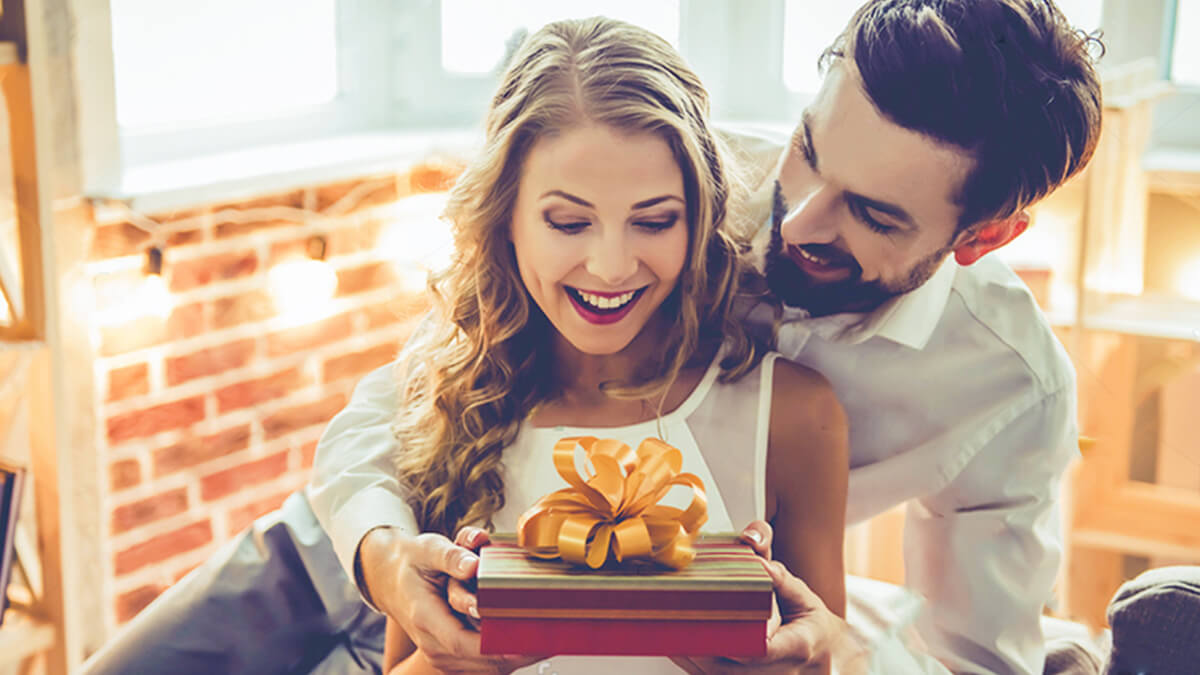 Anniversary Gift Ideas for Years 21-25