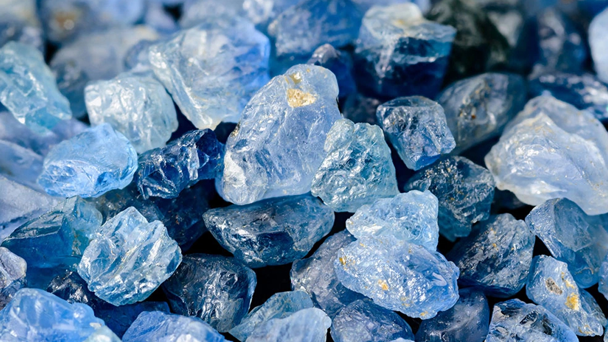 Serendipity - The Biggest Sapphire Cluster Found in a Backyard